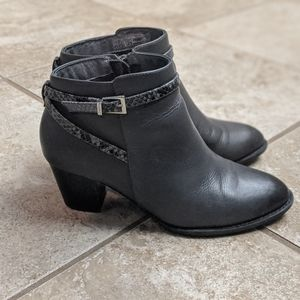 Vionic Upright Upton ankle bootie